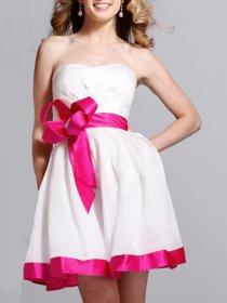 A-line Sweetheart Strapless Bow Satin Graduation Dress