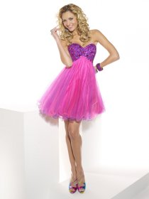 Lovely A-line Sweetheart Beading Organza Graduation Dress